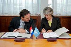 Agreement signing UNESCO and Dutch government